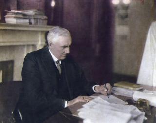 President-warren-g--harding-at-desk-515212760-c63ea5d113ca4f94bb6e9bd49a8ef3e2